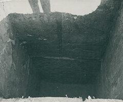 Badania geologiczne - badanie zachowania się gruntu naterenie budowy Nowej Huty, 4 VI 1949, autor nieznany (ANK, Huta im.Lenina, sygn. 29/777/fot. 4950)