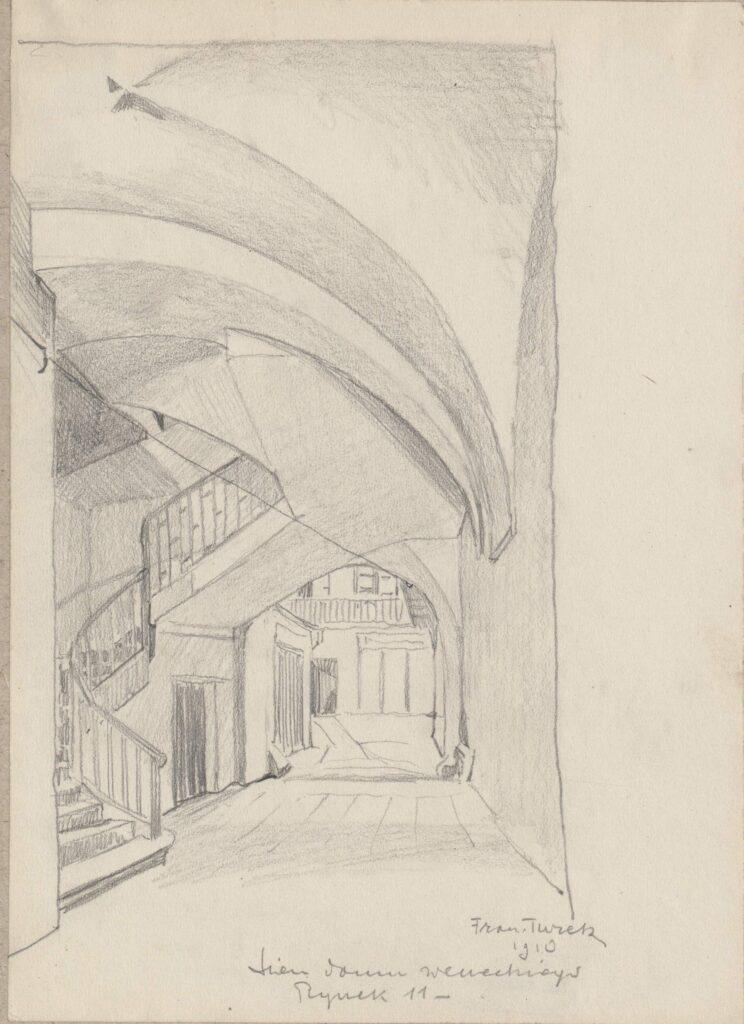 Rysunek ołówkiem przedstawiający fragment sieni iklatki schodowej Domu Weneckiego przy Rynku Głównym 11. Wdolnej części rysunku odręczna adnotacja artysty ołówkiem: sień domu weneckiego Rynek 11 1910