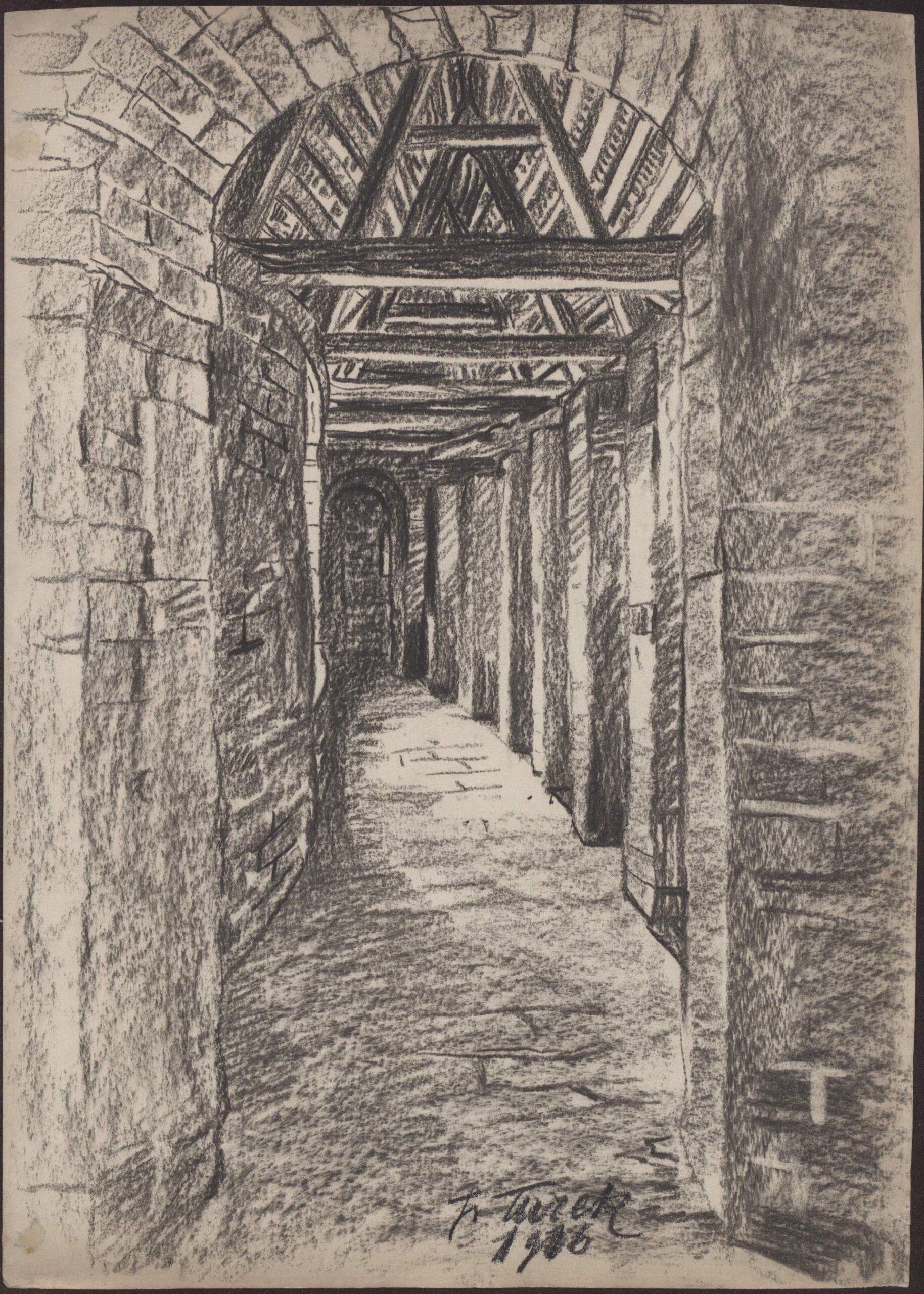 Rysunek czarną kredką przedstawiający korytarz napiętrze Barbakanu