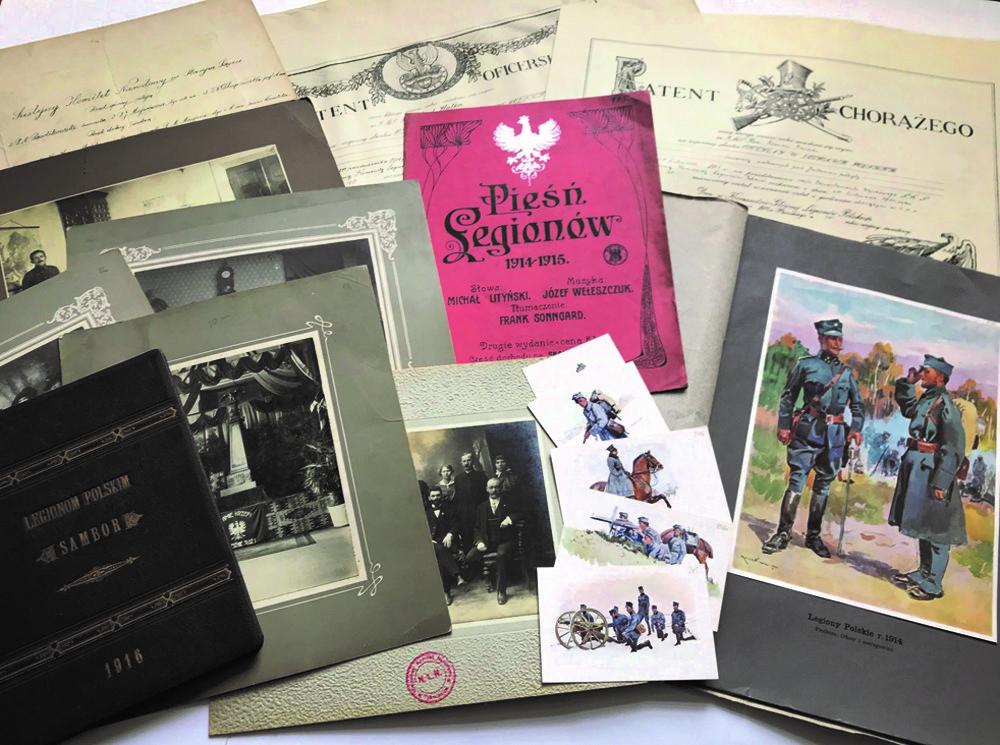 widok kompozycji ułożonej zróżnych rodzajów akt wchodzących wskład zespołu akt Naczelnego Komitetu Narodowego, fotografie, kary pocztowe, rysunki itp.